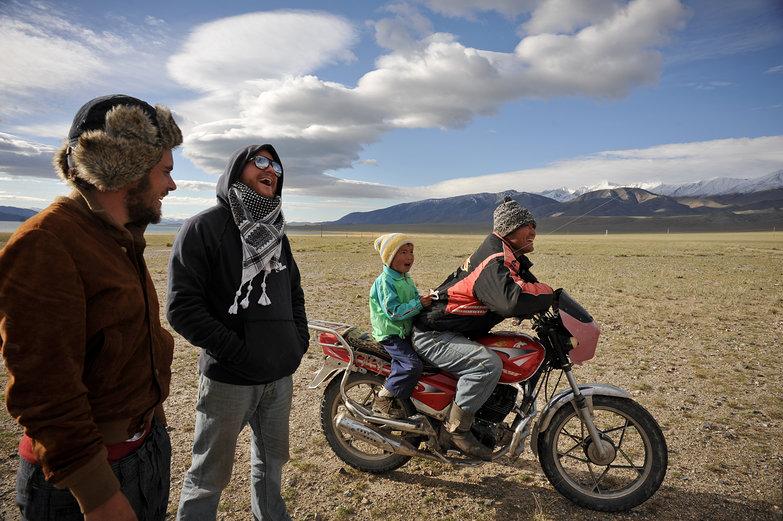 Mu, Richie, & Mongolian Onlookers