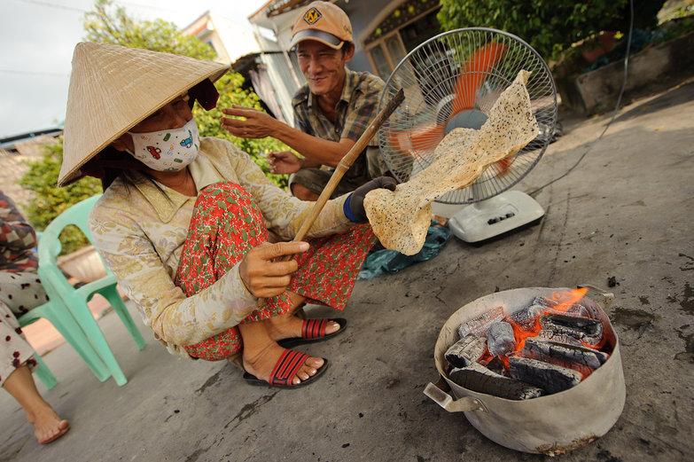 Making Vietnamese Sesame Cracker