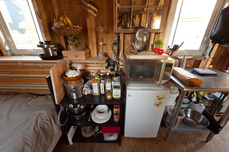 The Tiny House Kitchen of Kai & Sheila (www.2cycle2gether.com)